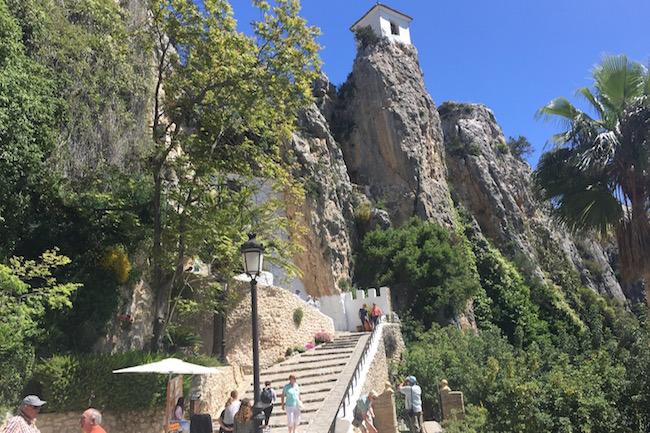 Op weg naar het Kasteel van Guadalest in het binnenland van de Costa Blanca