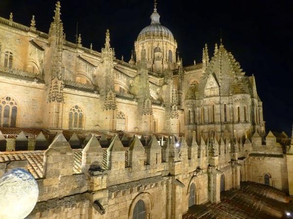 De kathedraal van Salamanca (Midden Spanje)
