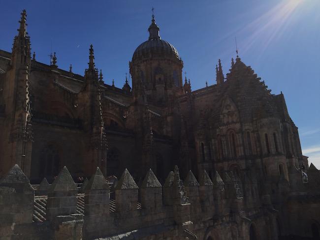De oude en nieuwe kathedraal van Salamanca zijn in elkaar versmolten.