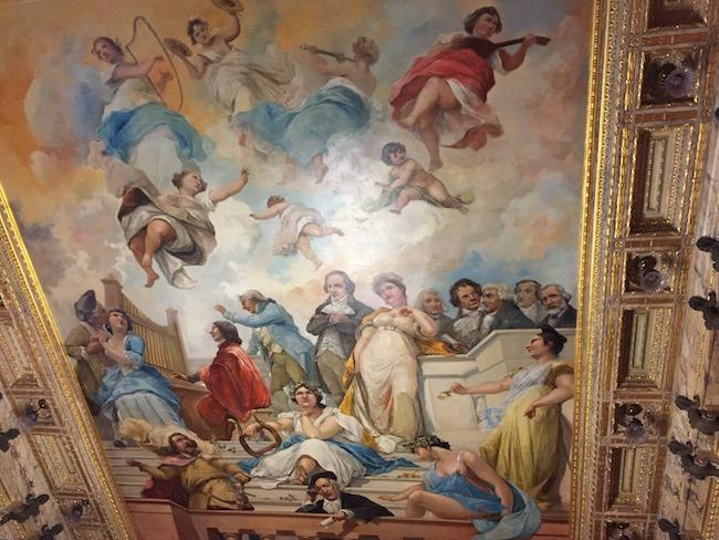 Plafondschildering van Villamil in Lazaro Galdiano museum in Madrid