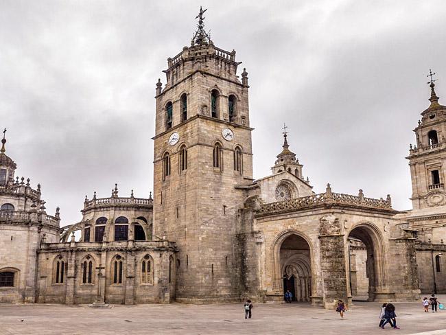 De Santa Maria kathedraal in Lugo (Noord Spanje)