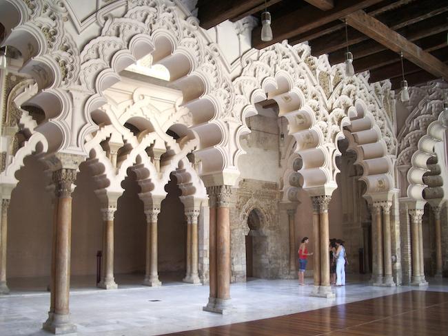 Mudejar architectuur in het Alfajería paleis in Zaragoza (provincie Zaragoza, Aragon)