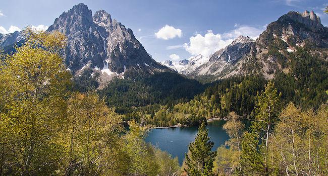 Spanje's nationale park Aiguestortes i Estany de Santa Maurici in de Spaanse Pyreneeen in het grensgebied van Spanje en Frankrijk
