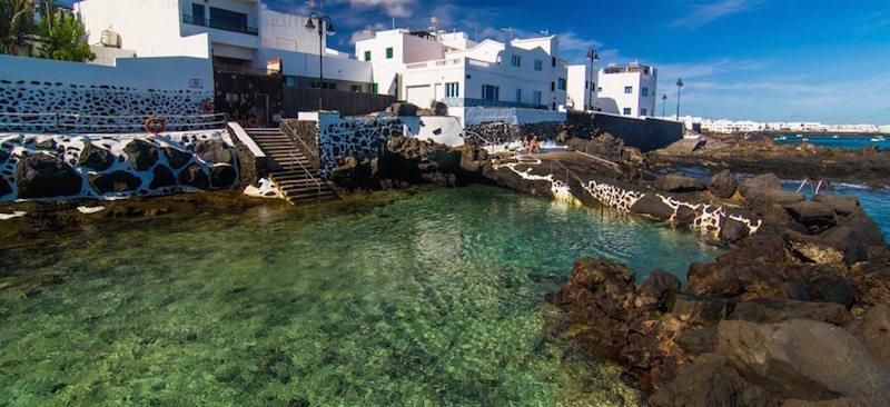 De natuurzwembaden bij Punta Mujeres op Lanzarote