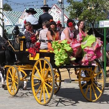 Paraderen tijdens de Feria de Abril van Sevilla