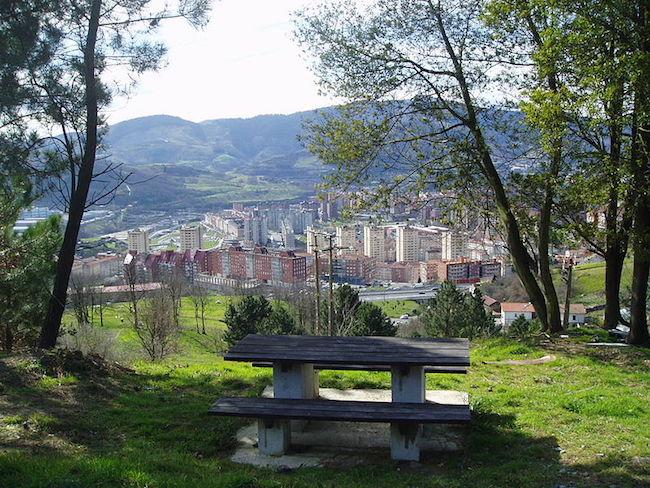 Picknicken op de Artxanda berg buiten Bilbao (Baskenland)