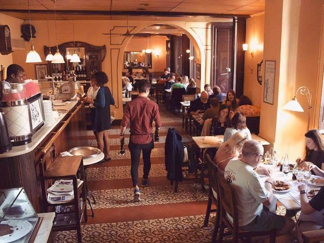Modernistisch interieur Café le Bistrot in Girona
