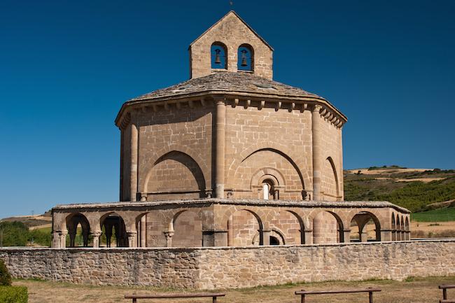 De Santa María de Eunate Kerk (Muruzábal, Navarra) is één van de mooiste Romaanse kerken langs de Camino de Santiago
