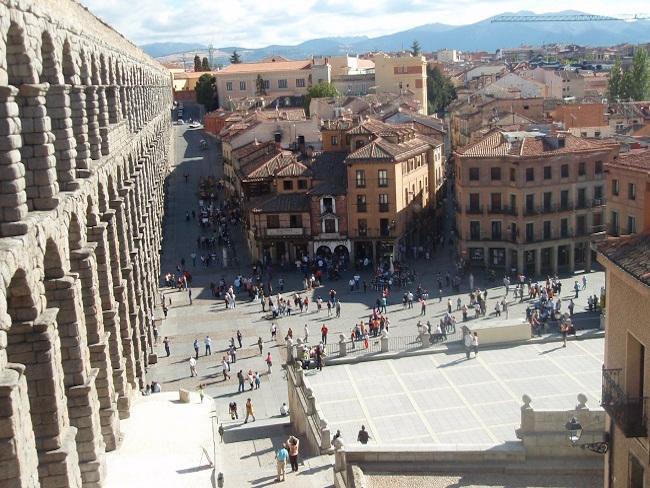 Het Romeinse Aquaduct in Segovia (Midden Spanje)