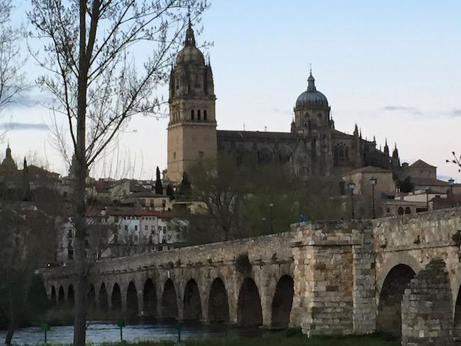 Romeinse brug en kathedralen van Salamanca (Midden Spanje)