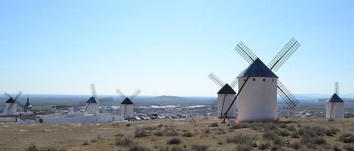 De molens van Don Quijote in Campo de Crriptana (Castillië La Mancha, Midden Spanje)