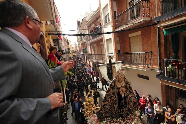 Tijdens het voorbijtrekken van het Mariabeeld wordt in Caminos de Pasion plaats Cabra een hartverscheurende saeta gezongen.
