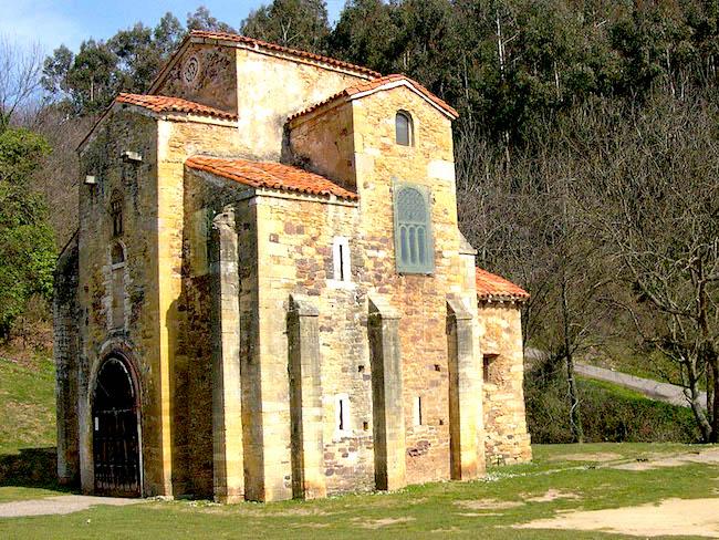 De pre-Romaanse San Miguel de Lilo kerk in de buurt van Oviedo (Asturië, Noord Spanje)
