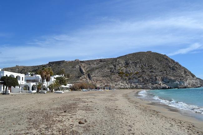Het Maro strand ten oosten van Nerja (Costa del Sol oost)