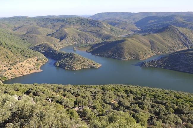 De Tajo rivier (=Taag rivier), die stroomt door natuurgebied Monfragüe in Extremadura - foto: Gertjan de Zoete