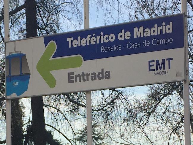 Wegwijzer naar de kabelbaan van Madrid