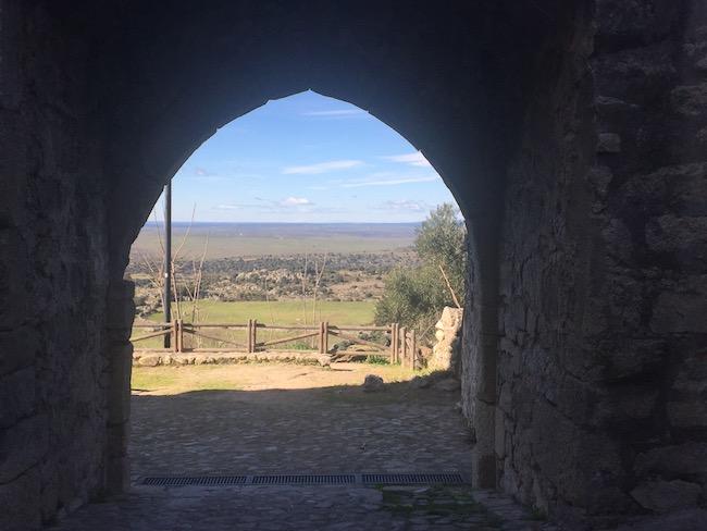 Een van oude toegangspoorten tot Trujillo (Midden Spanje)