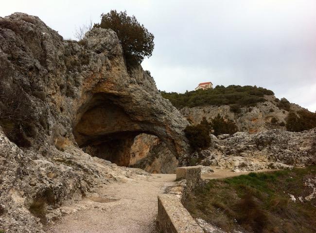 Uitkijkpunt Ventano del Diablo op weg naar de Ciudad Encantada de Cuenca in de Serranía de Cuenca