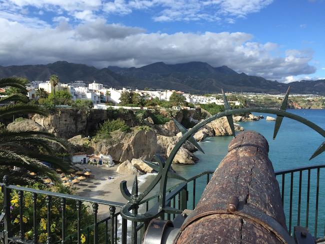 Uitzicht vanaf het Balkon van Europa in Nerja (Costa del Sol, Zuid Spanje)