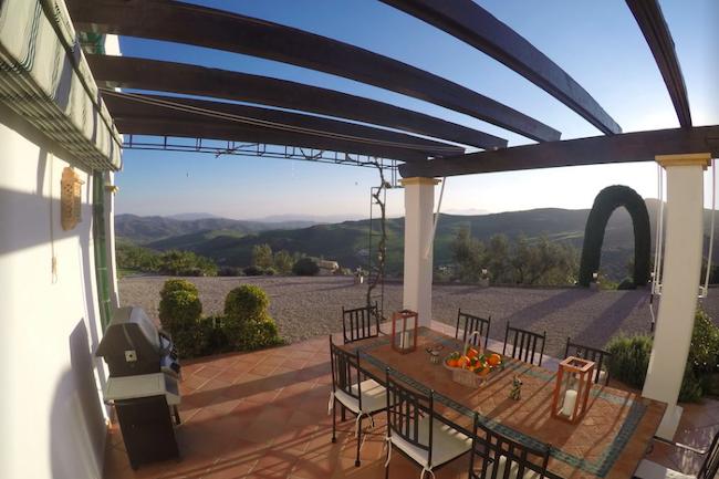 Uitzicht op de bergen rond El Torcal vanuit vakantiehuis Villa los Chaparros in Zuid Spanje