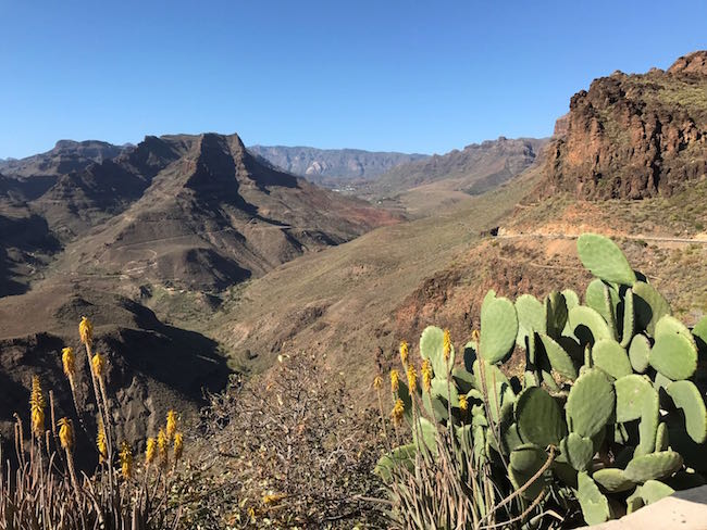 Uitzicht vanaf Roque Nublo rots in het binnenland van Spaanse eiland Gran Canaria