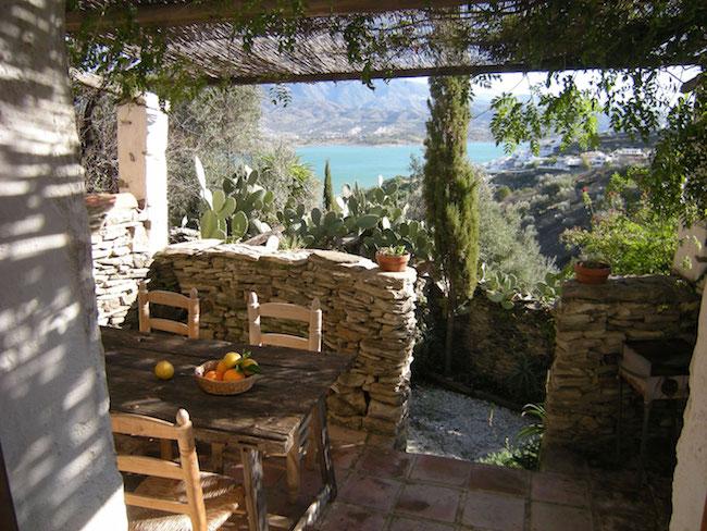 Terras met uitzicht op Viñuela meer