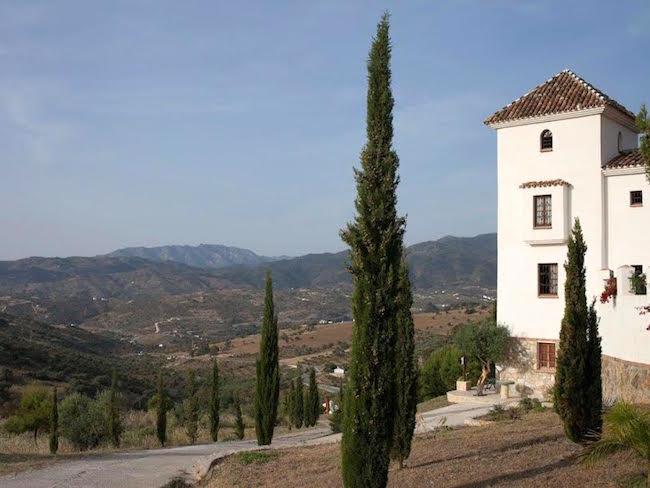 De burchttoren van Finca el Moralejo in de Sierra de las Nieves in Zuid Spanje