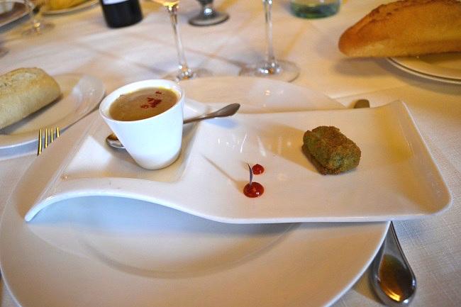 Voorgerecht in het restaurant van kasteelhotel Arteaga in Urdaibai