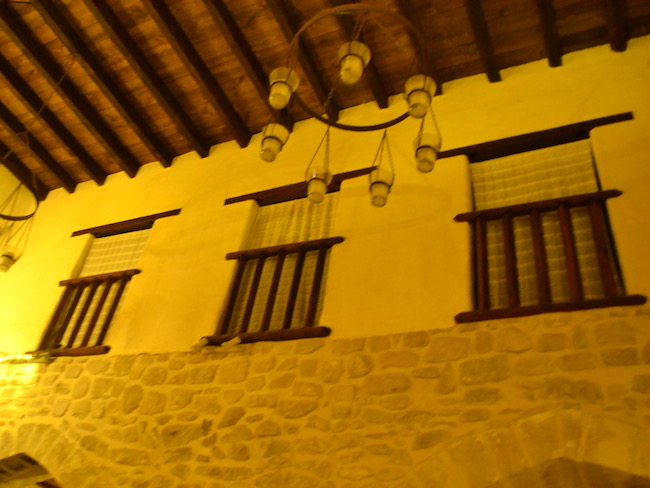 Vrouwengalerij in synagoge van Úbeda (Jaén, Andalusië)