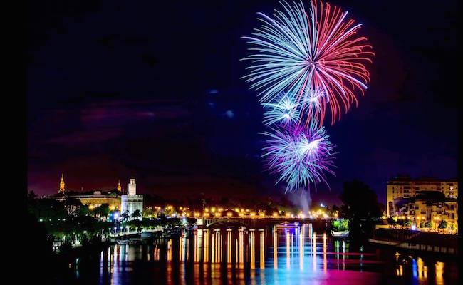Vuurwerk tijdens de Aprilfeesten van Sevilla