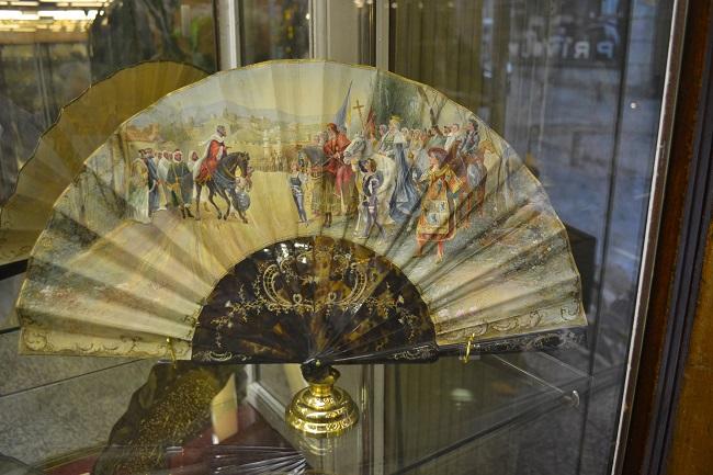 Een waaier over de inname van Granada in het kleine waaiermuseum van Madrid