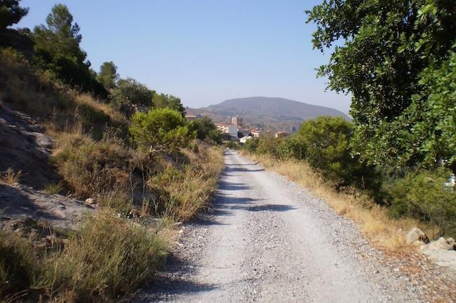 Uitzicht op Velez de Benaudalla tijdens de wandeling naar Las Lorcas
