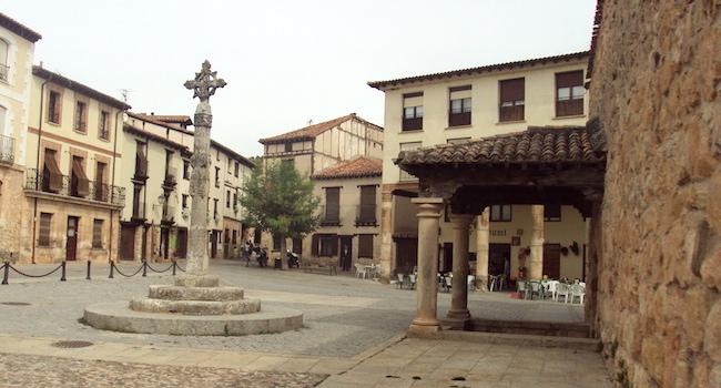 De Middeleeuwse plaats Covarrubias in Midden Spanje