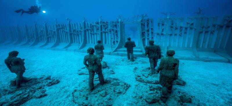 Beelden van Jason deClaires Taylor in het onderwatermuseum van het Canarische eiland Lanzarote
