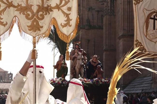 De La Barroquilla processie tijdens de Goede Week in Salamanca (Midden Spanje)