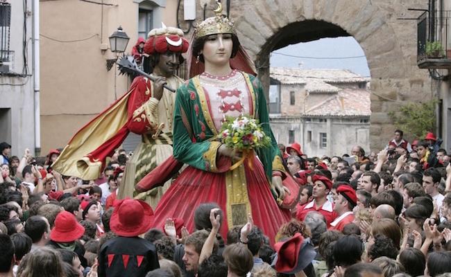 Els Gegants (=de reuzen) tijdens La Patum de Berga