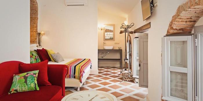 Een van de drie suites van de luxe B&B El Torreon 109 in Frigiliana (provincie Malaga)