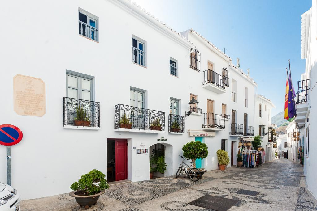 B&B El Torreon 109 ligt in de Calle Real, de hoofdstraat die kronkelt door het Moorse dorpje Frigiliana