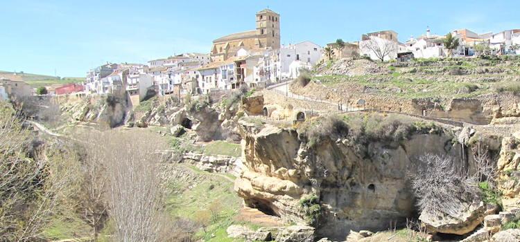 Het Andalusische witte dorpje Benalúa in de provincie Granada (Andalusië, Zuid Spanje)