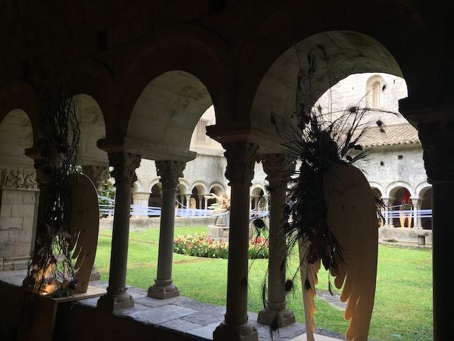 Bloemversiering kloostergang kathedraal (Girona Temps de Flors 2019)
