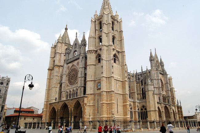 De imposante kathedraal van León stad (Castillië en Leon)
