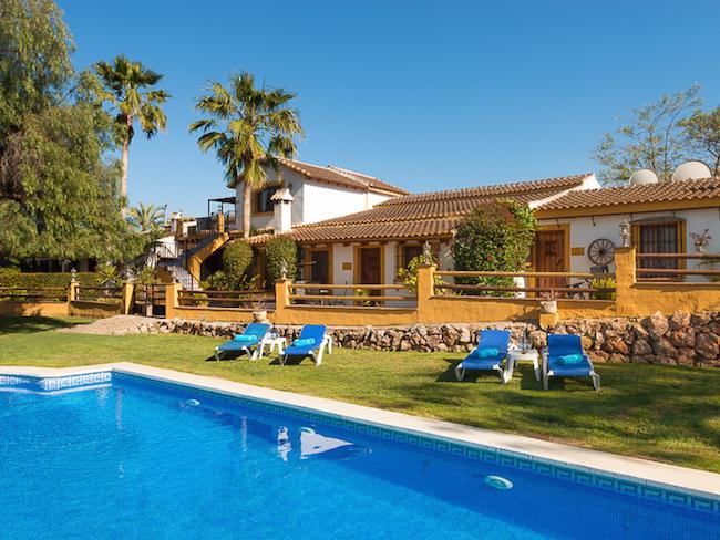 Het zwembad in La Casita's vakantiepark La Granja de Antonio