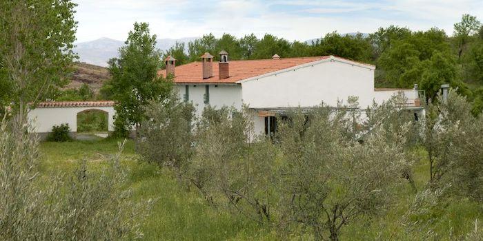 Cortijo la Balsa aan de voet van de Sierra Nevada (Granada, Andalusië, Zuid Spanje)