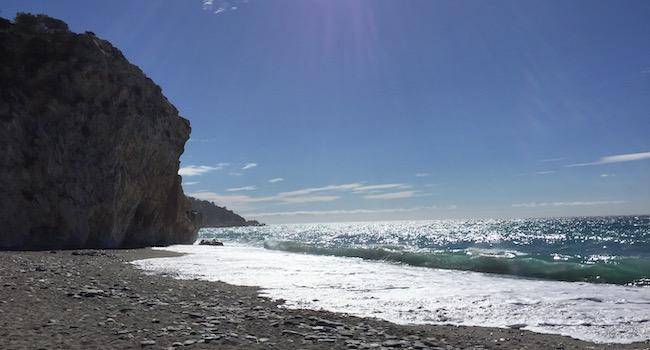 Nudistenstrand Playa Cantarriján aan de Costa Tropical in Andalusië