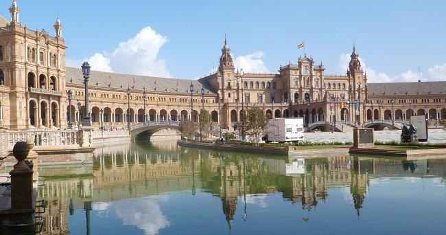 De bijzondere Plaza de España van Sevilla in Zuid Spanje
