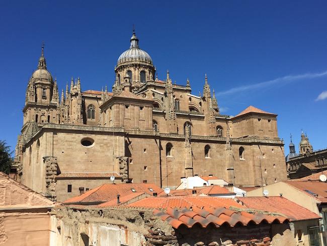 San Esteban klooster gezien vanaf de toren bij de Cueva de Salamanca (Salamanca, Midden Spanje)