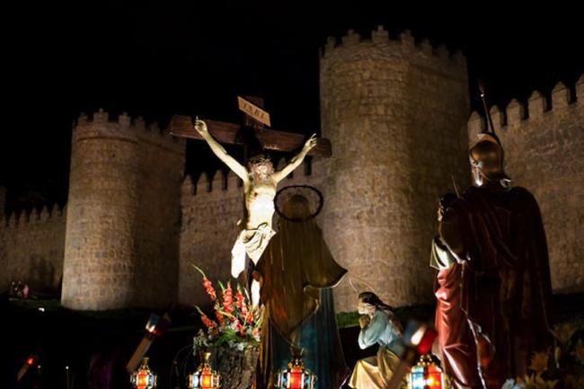 De kruisweg langs de Middeleeuwse stadsomwalling van Avila