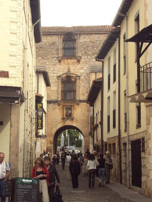 Toegangspoort tot Covarrubias in de provincie Burgos