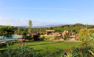 Gemeenschappelijke tuin van Masia la Pineda in Catalonie