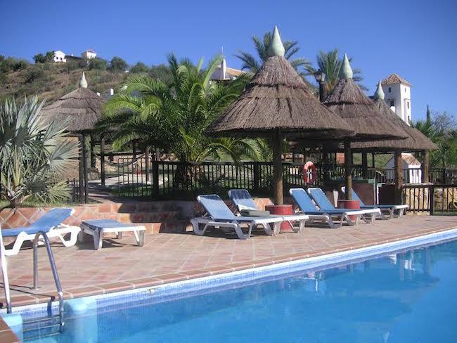 Het zwembad in La Casita's vakantiepark Finca el Moralejo